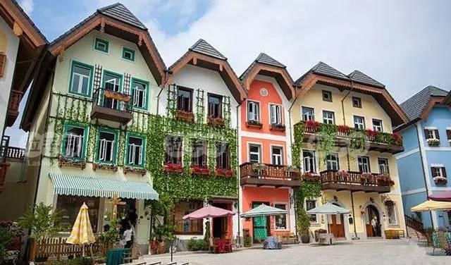 可以在欧洲小镇留一组婚纱摄影