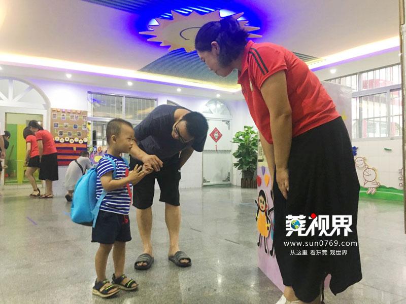 却让孩子们对幼儿园的生活充满了憧憬,让家长对老师们多了一份熟悉和