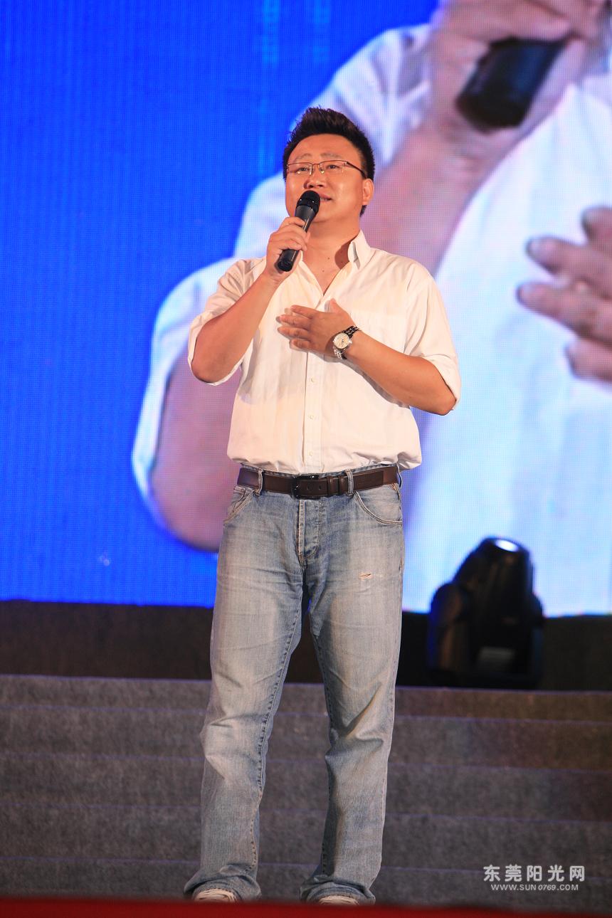 东莞广播电视台主持人孟祥东现场表演.