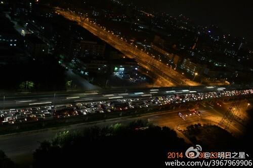 假第一天 广东高速堵车堵到吐血