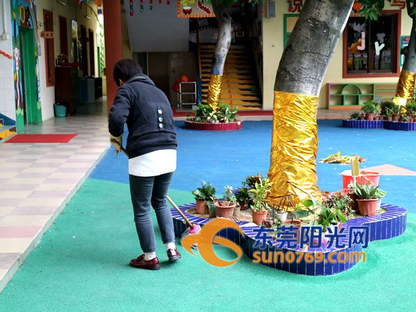 石龙:严防传染病,幼儿园提前保洁迎开学