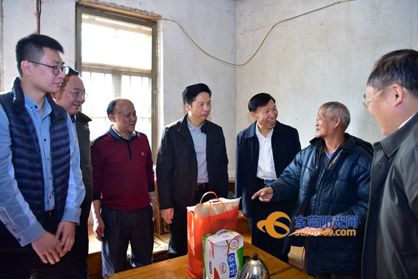 黄江:市镇领导赴韶关市曲江区白土镇开展精准扶贫调研